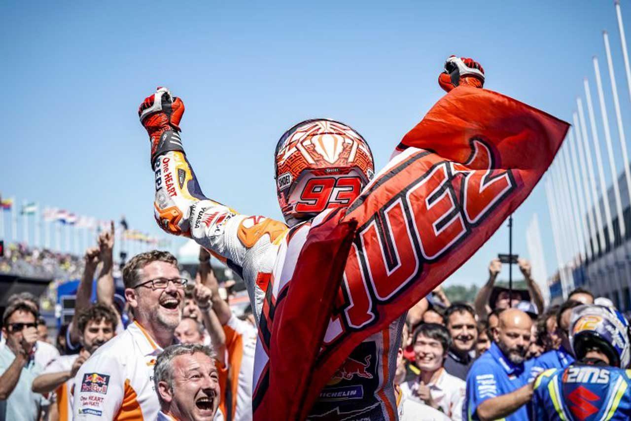 MotoGPオランダGP決勝:激しい上位争いを制しマルケスが4勝目。スズキのリンスはベストの2位表彰台