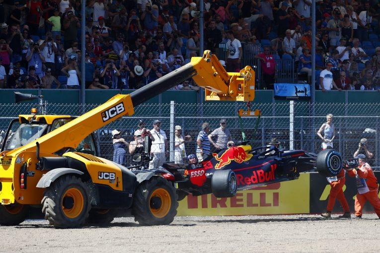F1 | クラッシュのフェルスタッペン「プッシュしすぎただけ。FP3で挽回できるから問題ない」:F1イギリスGP金曜