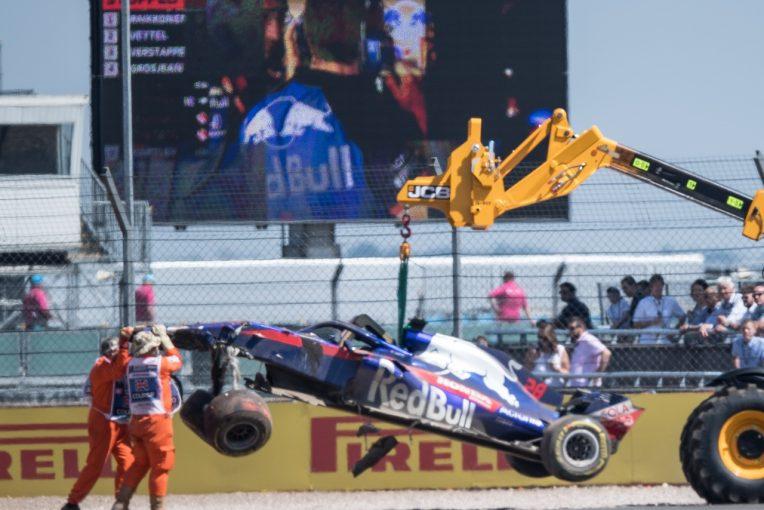 F1 | トロロッソ「トラブルについてハートレーに謝罪する。決勝出走のため、マシン修復を急ぐ」:F1イギリスGP土曜