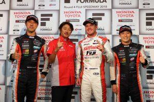 スーパーフォーミュラ第4戦決勝トップ3会見に出席したキャシディ、石浦、国本と近藤監督