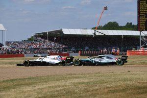 2018年F1第10戦イギリスGP レーススタート時のキミ・ライコネンとの接触で後方からの追い上げを余儀なくされたルイス・ハミルトン