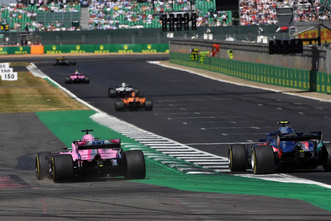 2018年F1第10戦イギリスGP ピエール・ガスリー(トロロッソ・ホンダ)とセルジオ・ペレス(フォース・インディア)のバトル