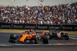 F1 | アロンソ8位「マグヌッセンにペナルティが出ないから、自力で抜くしかなかった」:F1イギリスGP日曜
