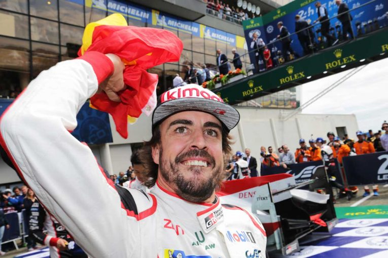 ル・マン初参戦で総合優勝を飾った8号車トヨタTS050ハイブリッドのフェルナンド・アロンソ