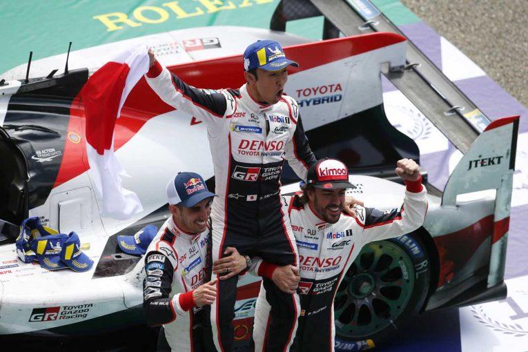 トヨタ初のル・マン24時間総合優勝を達成したセバスチャン・ブエミ、中嶋一貴、フェルナンド・アロンソ
