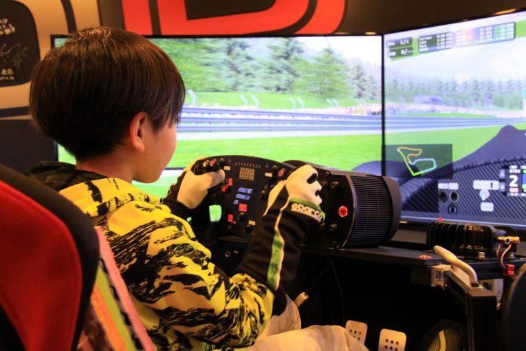 インフォメーション | 日本初、小学生シミュレーター選手権が9月に開催。予選エントリー締切迫る
