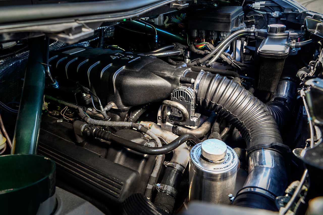 アストンマーチン、最大436馬力発揮のコンパクト『V8シグネット』をグッドウッドで初公開