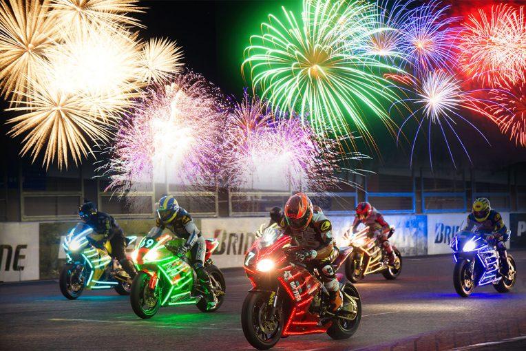 インフォメーション   モータースポーツと3500発の花火が競演。鈴鹿サーキット『花火 ザ パフォーマンス』開催