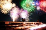 鈴鹿サーキットの国際レーシングコースで3500発の花火が打ち上げられる