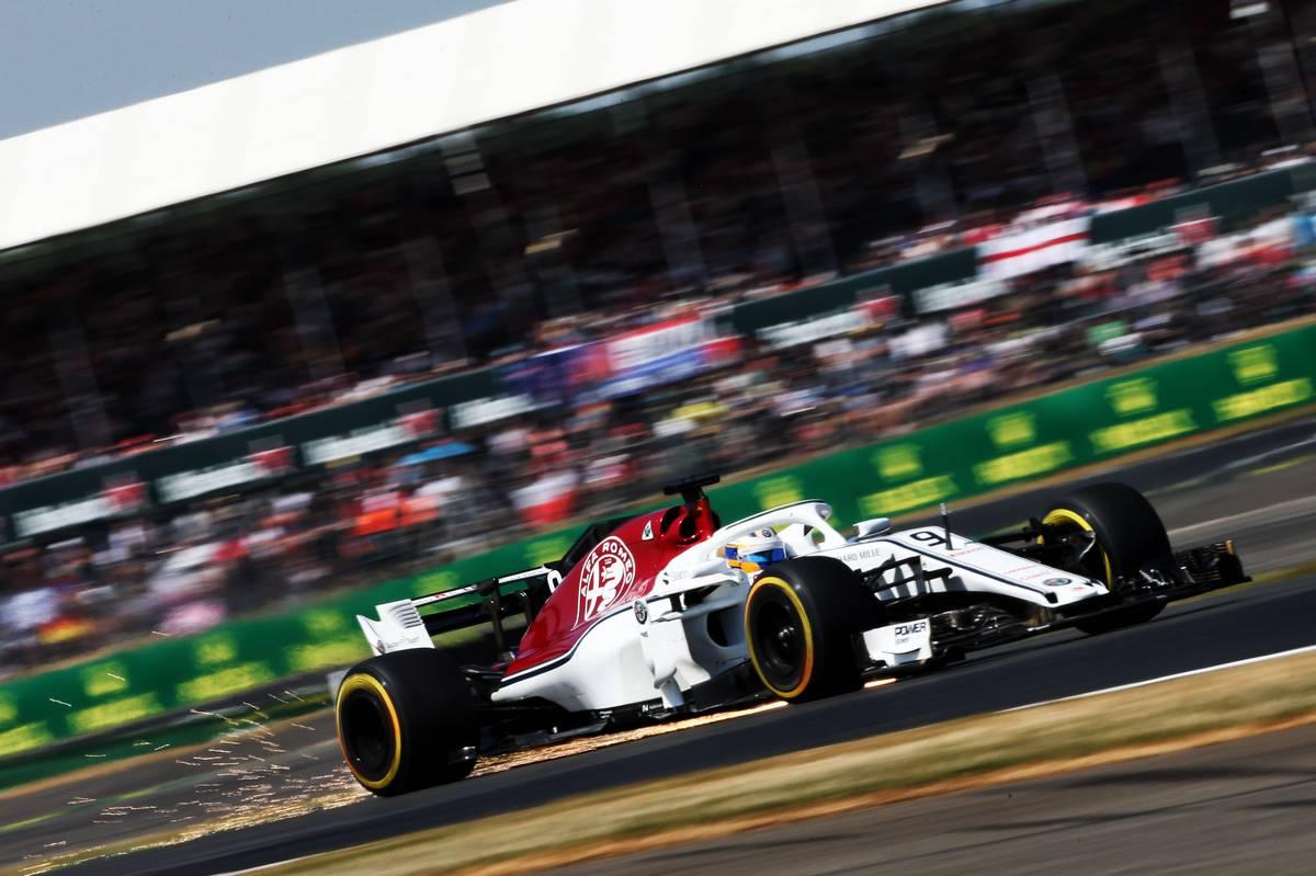 2018年F1イギリスGP DRSを開いて走行するザウバーのマーカス・エリクソン