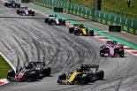 F1   2018年F1オーストリアGP 中団グループで争っているルノーのニコ・ヒュルケンベルグ、カルロス・サインツJr.、ハースのケビン・マグヌッセン、フォース・インディアのエステバン・オコン、セルジオ・ペレス