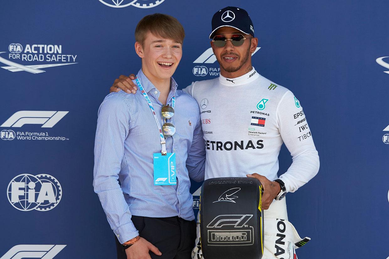 【あなたは何しに?】ハミルトンから勇気をもらった少年がレースに復帰