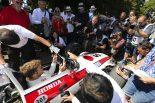 F1   【SNS特集】モータースポーツの祭典グッドウッド:50周年を迎えたホンダRA301をバトンがドライブ