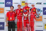 表彰台を独占したプレマ・セオドール・レーシングのラルフ・アーロン、ジュウ・グァンユー、ミック・シューマッハー