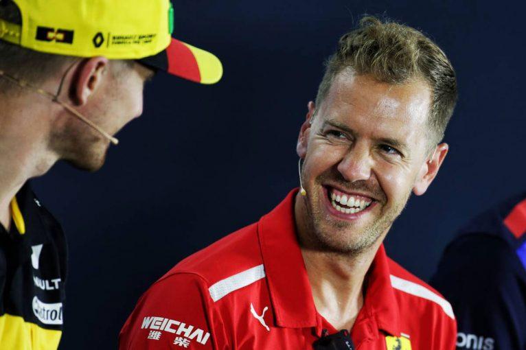 F1   F1ドイツGP木曜会見:ハミルトンの巨額年俸(約58億7000万円)にノーコメントを貫くベッテル