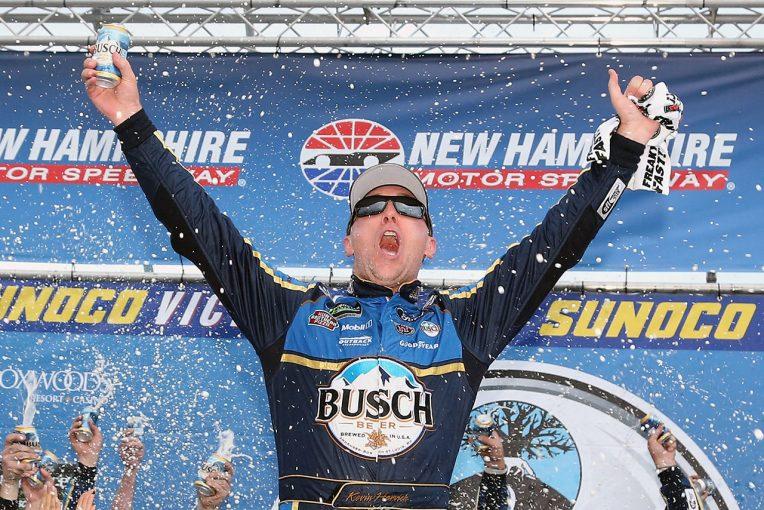 海外レース他 | NASCAR第20戦:フォードのハービックが今季6勝目。トヨタのブッシュは追突され2位に終わる