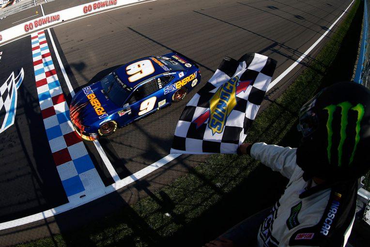 海外レース他 | NASCAR第22戦:シボレーの若手エリオット、シリーズ参戦99戦目で初優勝。トヨタが2~5位独占