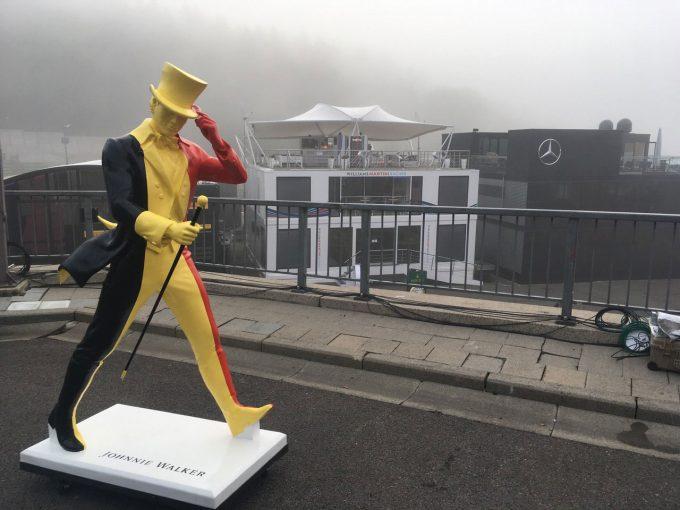 Blog   【ブログ】深い霧に包まれたスパのいたるところにウォーカーおじさん/F1ベルギーGP現地情報2回目
