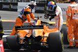 F1 | 大クラッシュのアロンソ、マシン大破でシャシーを交換。体に痛みも