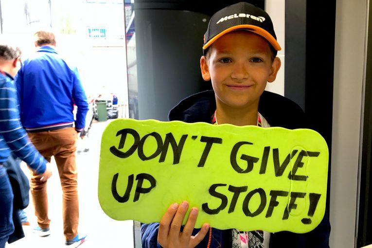 F1 | 【あなたは何しに?】バンドーンに勇気をもらったふたりの少年