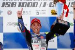 今季8勝目を地元九州のオートポリス挙げた中須賀