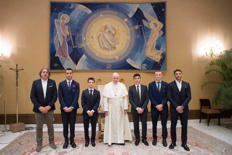 MotoGP | MotoGP代表団がバチカン市国を訪問しローマ教皇と初面会