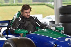 自身初のインディカー、ロードコーステストに臨んだフェルナンド・アロンソ