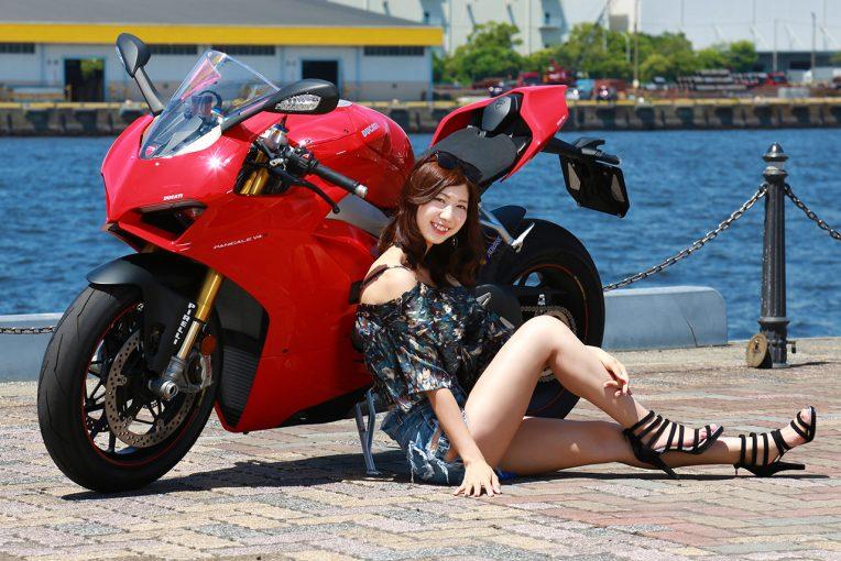 今回のモデルはモータースポーツチャンネルのモースポ隊を務める生田ちむさん