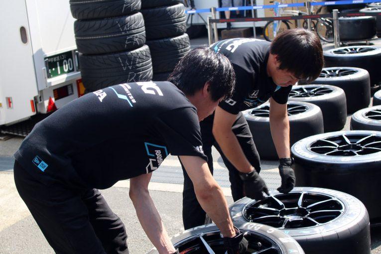 スーパーGT | 【動画】ZF DREAM JOB:ドライバーを目指す若者がTEAM KUNIMITSUでメカニック体験