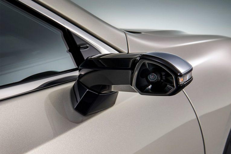 クルマ   レクサス、日本向け新型ESに量産車世界初の『デジタルアウターミラー』を採用