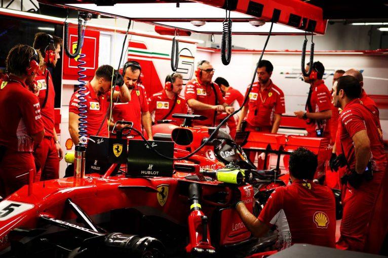 F1   【動画】壁に接触しマシンにダメージを負ったベッテル/F1シンガポールGP FP2