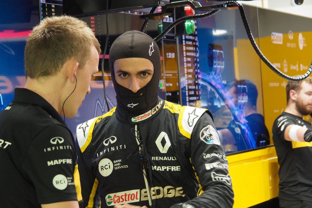【ブログ】更迭の噂が絶えないハートレーは17位完走で目がうつろ/F1シンガポールGP現地情報