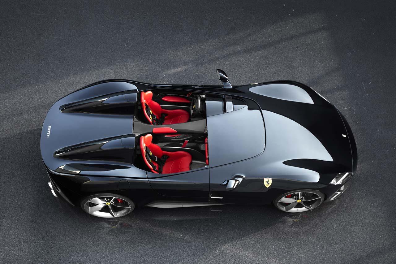 フェラーリ、1950年代のレースカーをモチーフにした特別モデル『モンツァSP1/SP2』を世界初公開