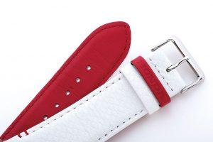 Honda Racing Limited Editionはカーボンファイバー素材を時計の文字板に使用したソーラーモデルEQS-800をベースに赤と白でコーディネート