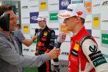 F1 | レッドブルジュニアのティクトゥムが物議を醸す発言。ミック・シューマッハーの突然の台頭は不可解と主張