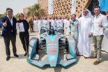 サウジアラビアでの発表会にはマッサのほか、アンドレ・ロッテラーも出席。マシンのノーズにはサウディアのロゴも