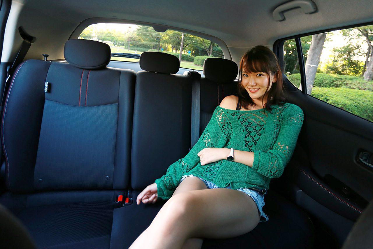後部座席はコンパクトカーと同じくらいの広さだが、窮屈感は感じなかった。