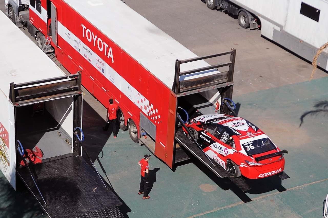 STC2000第9戦:国際サーキットで王者ルノー・フルーエンスGTが2戦連勝