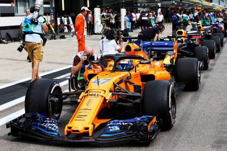 F1 | F1 Topic:最後尾スタートのペナルティが科された5名の決勝スターティンググリッド争い