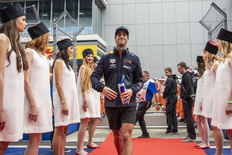 F1 | リカルド「ペナルティ戦略に後悔はない。鈴鹿でシャンパンの味を思い出したいからね!」:F1ロシアGP日曜