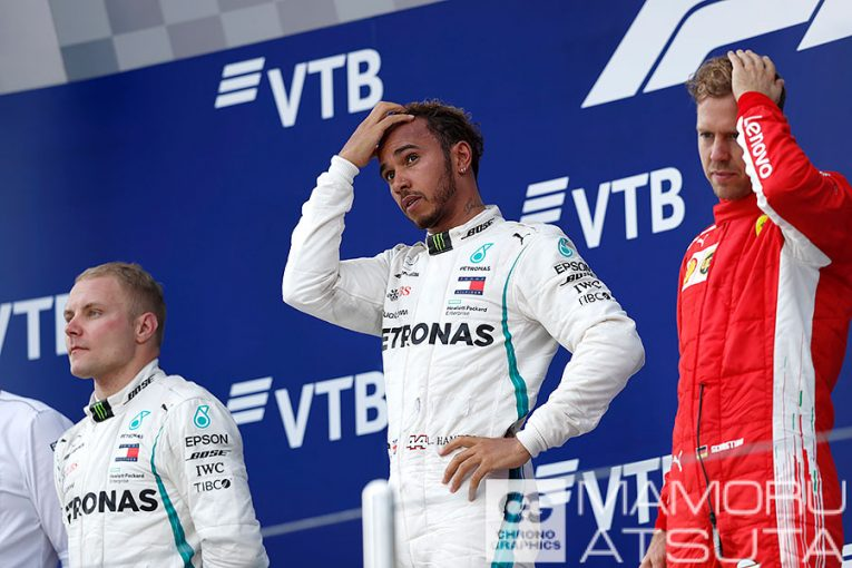 F1   【ブログ】Shots!1-2フィニッシュなのに、なんとも暗い雰囲気の表彰台/F1第16戦ロシアGP 2回目