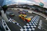 海外レース他 | NASCAR第33戦:最終周にトヨタを押しのけロガーノ優勝。チェッカー後は歓声とブーイング飛び交う