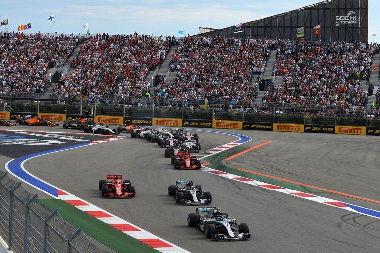 F1 | F1 Topic:議論が巻き起こったメルセデスのチームオーダー、過去に大きな批判にさらされたフェラーリとの違い