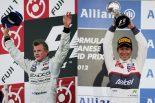 予選17番手からの大逆転優勝を果たしたキミ・ライコネンと母国で3位表彰台を手にした小林可夢偉
