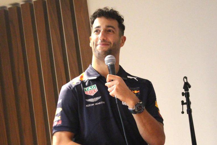 F1   「シャンパンの味が恋しいよ…」。リカルドがF1日本GPを前にアストンマーチン青山ハウスに登場