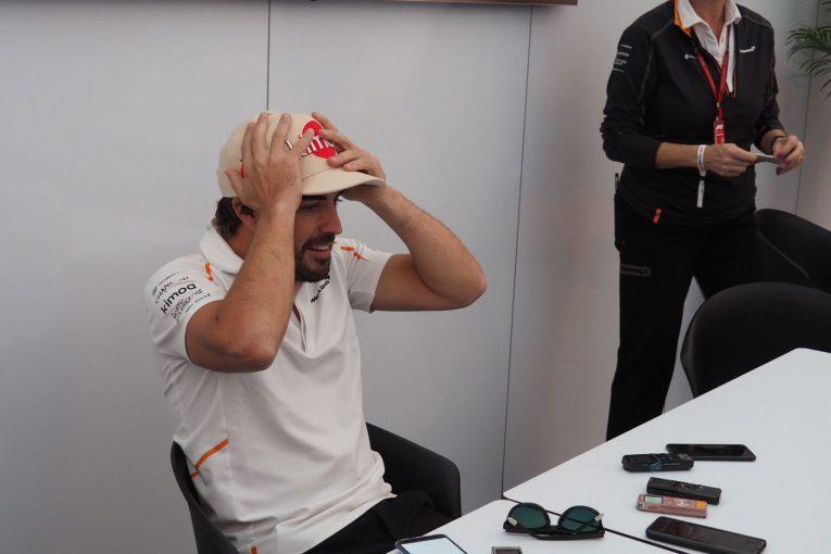 Blog | 【ブログ】すっかり引退モードで、鈴鹿での思い出話に花を咲かせるアロンソ/F1日本GP現地情報