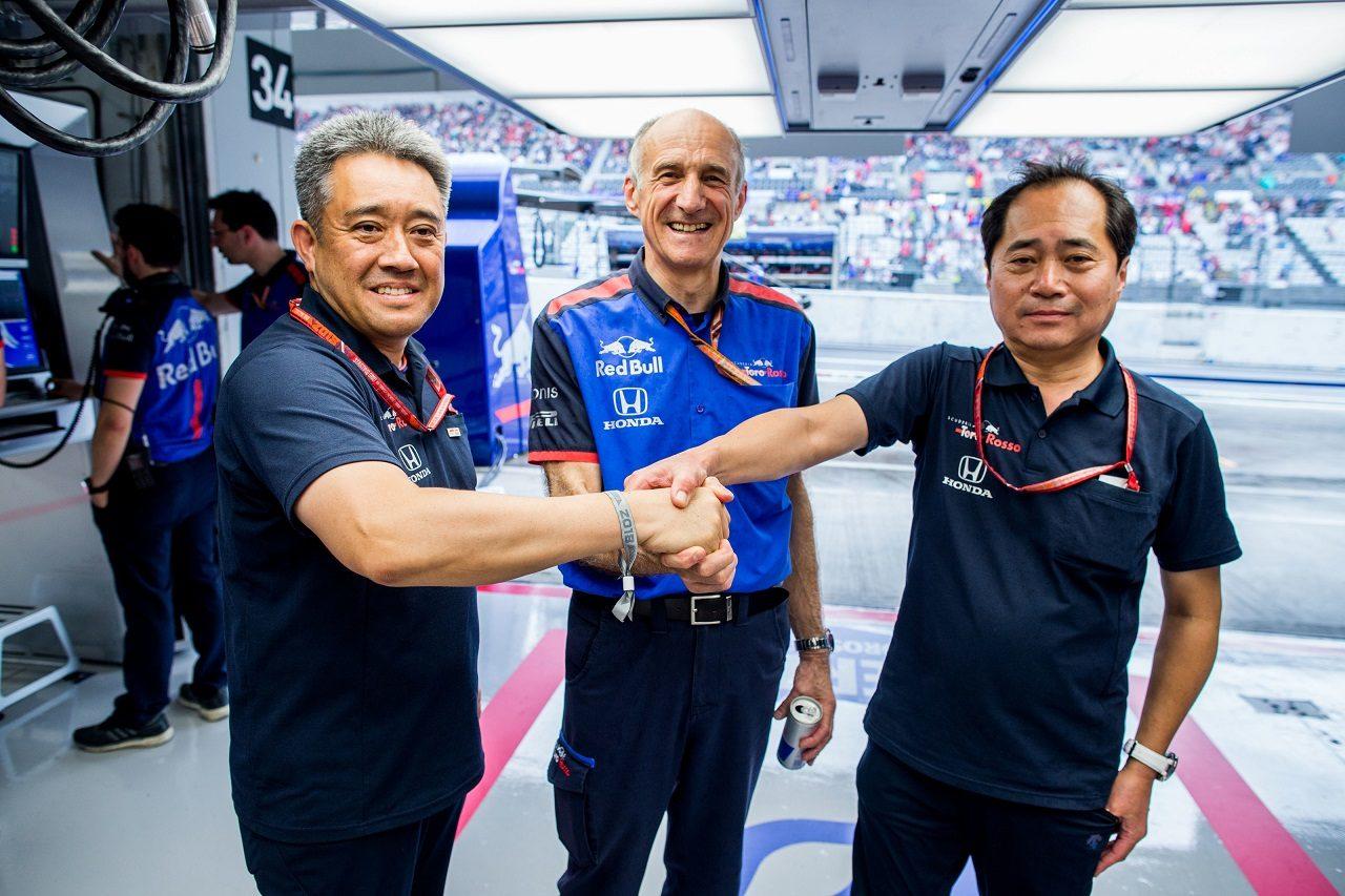 2018年F1第17戦日本GP予選 山本雅史ホンダモータースポーツ部長、トロロッソ代表フランツ・トスト、田辺豊治ホンダF1テクニカルディレクター