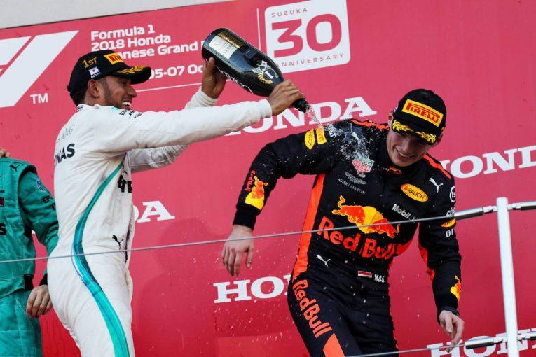 F1   スカイダイビングをするハミルトンに、フェルスタッペン「人生を楽しむべきだけど、今は……」