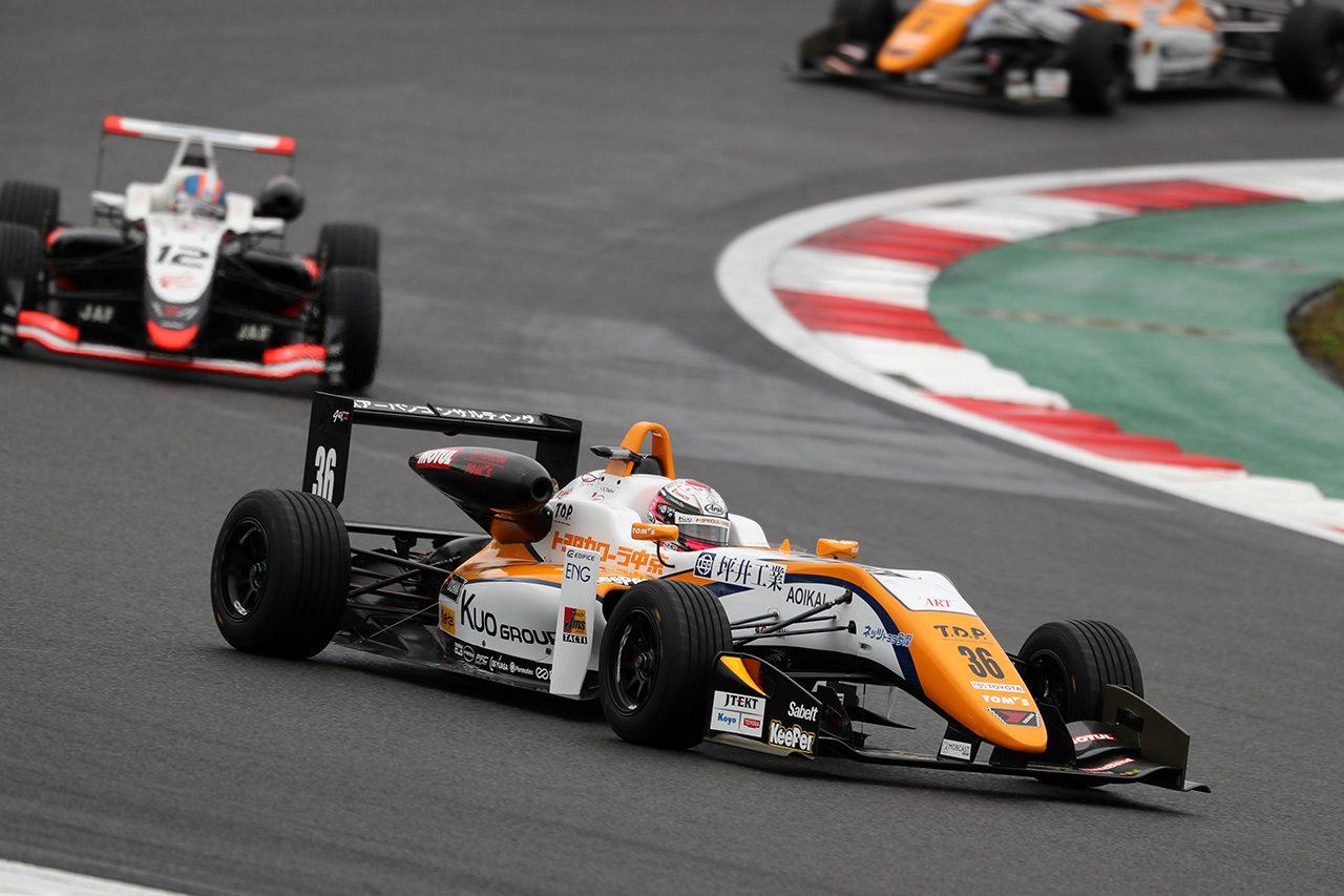 全日本F3選手権第19戦富士:坪井が逆転で今季17勝目。12連勝で王座獲得の一年を締めくくる