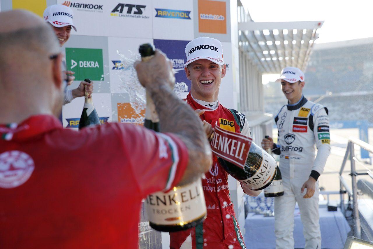 ヨーロピアンF3選手権の2018年タイトルを獲得したミック・シューマッハー